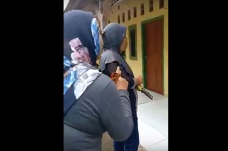 https: img-k.okeinfo.net content 2019 02 25 525 2022374 perempuan-yang-kampanye-jokowi-menang-lgbt-disahkan-dan-azan-dilarang-ditangkap-di-jabar-ZMhFUyvohw.jpg