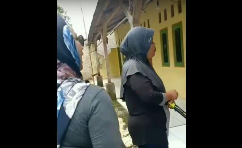 https: img-k.okeinfo.net content 2019 02 25 525 2022431 ditangkap-3-perempuan-yang-diduga-kampanye-jokowi-pro-lgbt-belum-jadi-tersangka-lIlpoQxc3Q.jpg