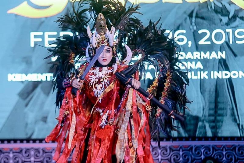https: img-k.okeinfo.net content 2019 02 27 406 2023731 jember-fashion-carnaval-2019-usung-tema-keagungan-berbagai-suku-bangsa-rsBWj4HaGQ.jfif