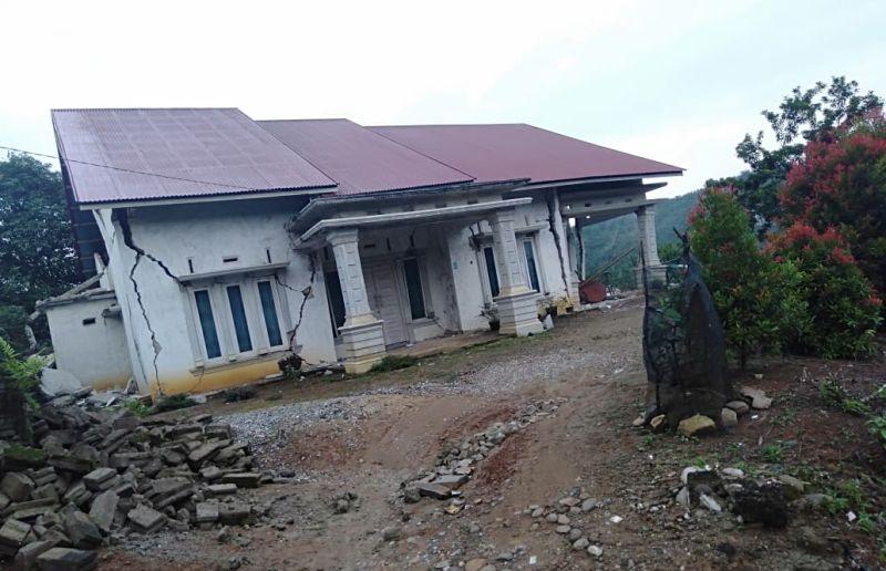 https: img-k.okeinfo.net content 2019 02 28 340 2023854 gempa-pasaman-sumbar-buat-10-orang-luka-luka-dan-puluhan-rumah-rusak-di-kabupaten-solok-selatan-Fo35LuT6cl.jpg