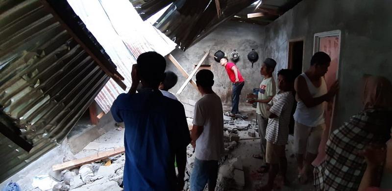 https: img-k.okeinfo.net content 2019 02 28 340 2023966 update-korban-gempa-magnitudo-5-6-di-solok-selatan-48-orang-terluka-H9lXHjL4Zu.jpg