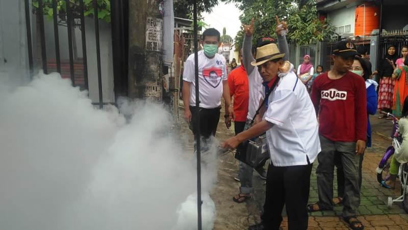 https: img-k.okeinfo.net content 2019 02 28 340 2024175 fogging-bukti-perindo-dekat-dengan-masyarakat-biringkanaya-makassar-nRsyNBMdee.jpg