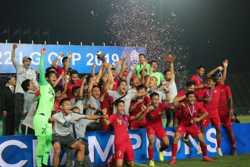 https: img-k.okeinfo.net content 2019 02 28 51 2023797 sekjen-pssi-terharu-lihat-timnas-indonesia-u-22-juara-piala-aff-2019-HPNFrig6MU.jpg