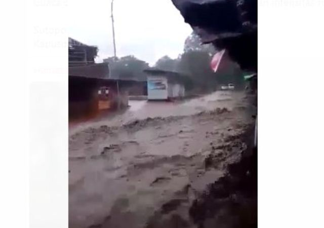 https: img-k.okeinfo.net content 2019 03 01 525 2024732 banjir-bandang-terjang-pengalengan-150-rumah-terendam-3CgvuF6cDO.jpg