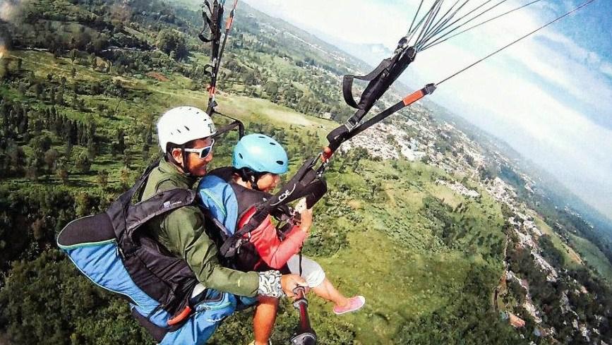 https: img-k.okeinfo.net content 2019 03 03 406 2025219 wajib-coba-sensasi-melayang-layang-di-atas-langit-bogor-VBbCftGISx.jpg