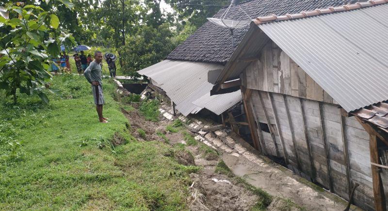 https: img-k.okeinfo.net content 2019 03 03 519 2025325 3-desa-di-bojonegoro-disapu-banjir-bandang-dan-tanah-longsor-HZPpasoctR.jpg