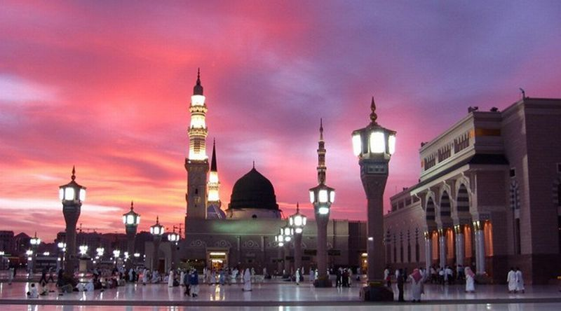 https: img-k.okeinfo.net content 2019 03 05 406 2025974 8-fakta-unik-masjid-nabawi-punya-makan-kosong-di-dalamnya-loh-av8D4CB52U.jpg
