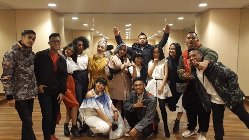 https: img-k.okeinfo.net content 2019 03 05 598 2025838 rising-star-indonesia-alil-kubur-mimpi-yayang-oca-di-babak-super-13-CsCEvUQGY3.jpg