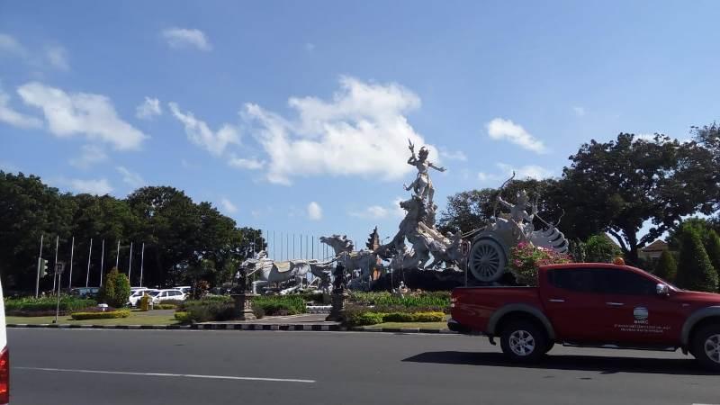 https: img-k.okeinfo.net content 2019 03 06 244 2026424 ribuan-kendaraan-meninggalkan-bali-jelang-nyepi-Msk6os6x4c.jpeg