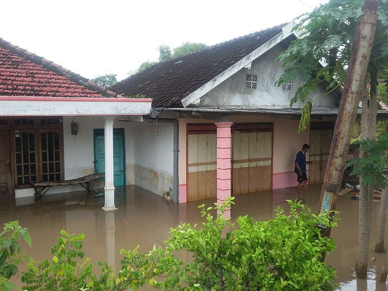 https: img-k.okeinfo.net content 2019 03 06 519 2026508 banjir-bandang-terjang-madiun-ratusan-warga-mengungsi-j8t8FluUsf.jpg