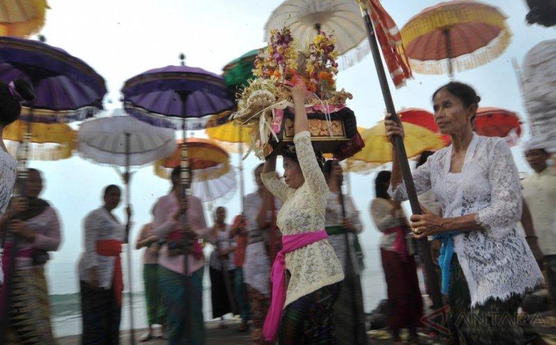 https: img-k.okeinfo.net content 2019 03 07 194 2027032 balutan-busana-artis-saat-merayakan-nyepi-siapa-paling-kece-JuWTkwQJqk.jpg