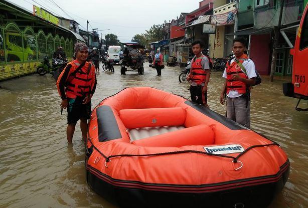 https: img-k.okeinfo.net content 2019 03 07 525 2027168 bnpb-22-105-kk-terdampak-banjir-luapan-sungai-citarum-VRSKAGszap.JPG