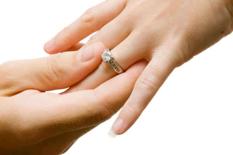 https: img-k.okeinfo.net content 2019 03 08 196 2027566 perkawinan-di-bawah-umur-marak-terjadi-seks-bebas-jadi-alasan-utamanya-QHXZscQU9Y.jpg