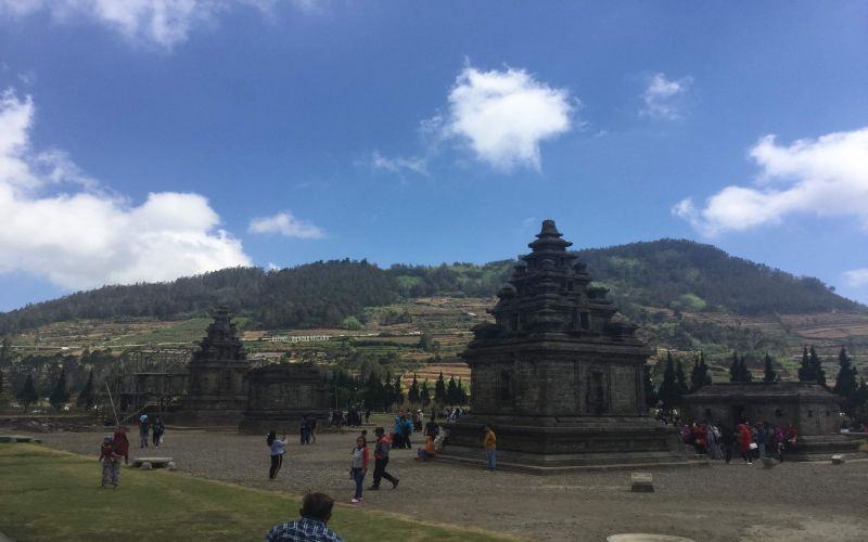 https: img-k.okeinfo.net content 2019 03 08 406 2027341 mengunjungi-candi-hindu-tertua-di-indonesia-MXrl2vZlJ0.jpg