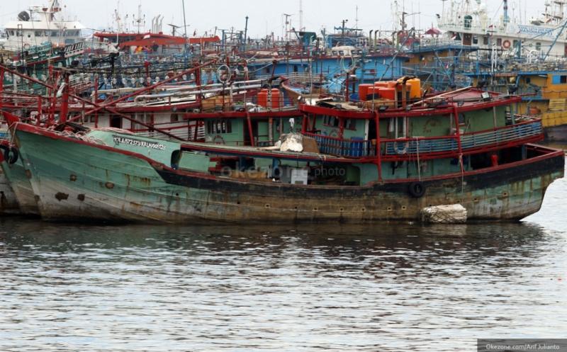 https: img-k.okeinfo.net content 2019 03 11 337 2028548 curi-ikan-2-kapal-asing-berbenda-malaysia-ditangkap-di-selat-malaka-CVAIQpqrVs.jpg