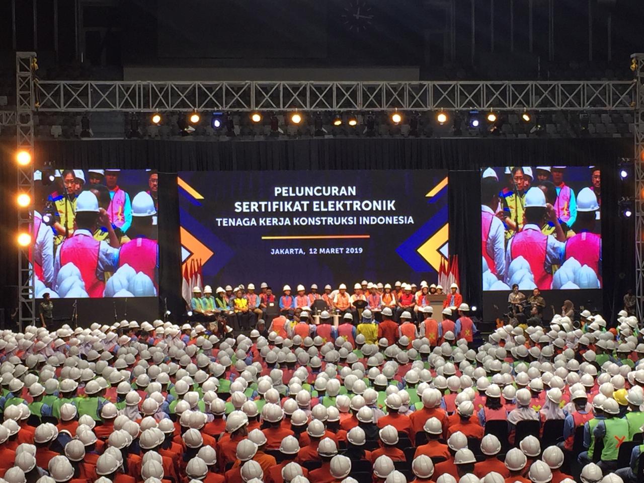https: img-k.okeinfo.net content 2019 03 12 470 2028879 bahagianya-presiden-jokowi-bagikan-16-000-sertifikat-tenaga-kerja-konstruksi-tLH8pGMA46.jpg