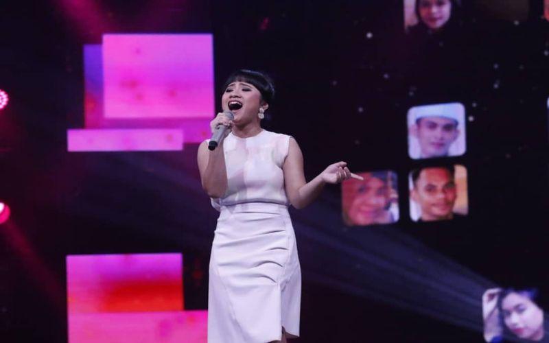 https: img-k.okeinfo.net content 2019 03 12 598 2028689 sang-ayah-hadir-di-panggung-rising-star-indonesia-ayu-gurnita-nangis-Z7UYOEwMrO.jpg