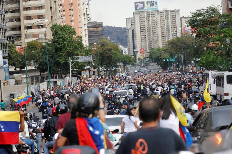 https: img-k.okeinfo.net content 2019 03 13 18 2029537 china-tawarkan-bantuan-pulihkan-aliran-listrik-di-venezuela-YksiFJraNs.jpg