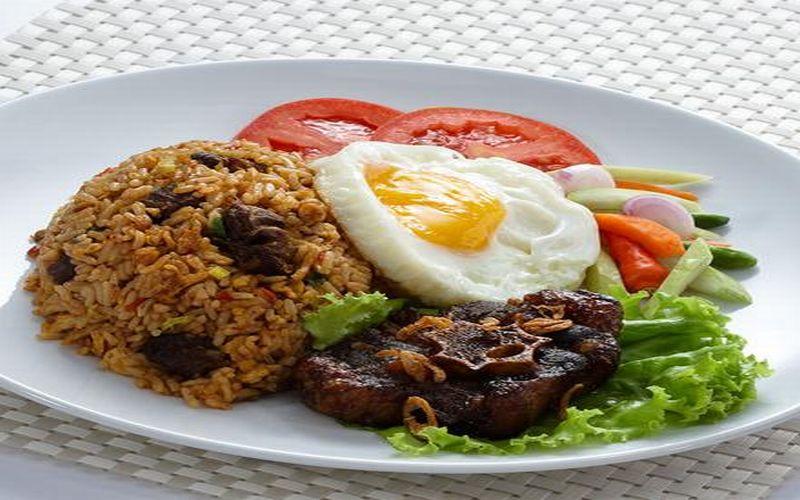 https: img-k.okeinfo.net content 2019 03 13 298 2029280 nasi-goreng-buntut-untuk-makan-siang-enaknya-nagih-3TAvclX7Iq.jpg