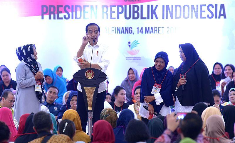 https: img-k.okeinfo.net content 2019 03 14 320 2030024 tak-ingin-anak-kerdil-presiden-jokowi-jangan-sampai-dana-pkh-dibeli-make-up-NgHnwrmNTg.jpg