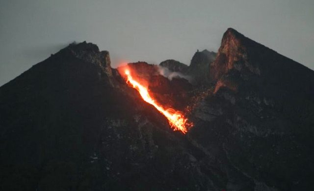 https: img-k.okeinfo.net content 2019 03 14 510 2029776 dua-guguran-lava-keluar-dari-merapi-sejak-kemarin-hingga-tadi-pagi-APZrjGvhrh.jpg