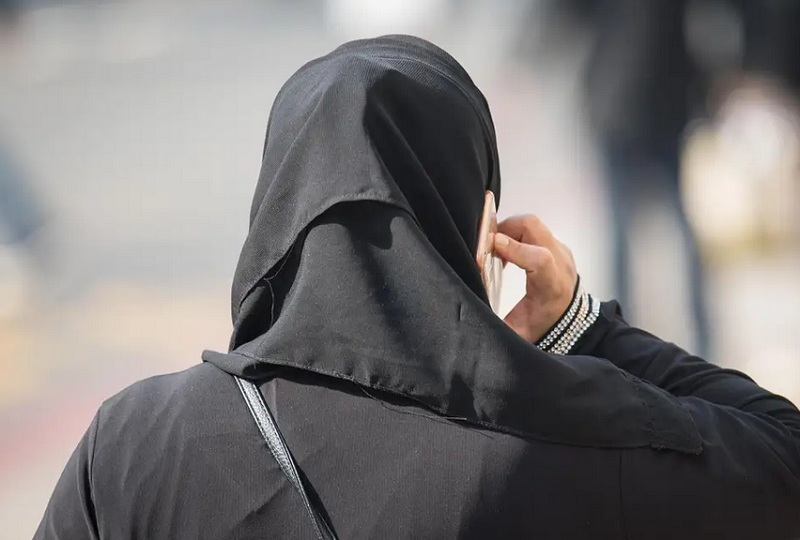 https: img-k.okeinfo.net content 2019 03 15 512 2030235 viral-hijaber-ini-punya-cara-unik-naik-motor-tanpa-jilbabnya-terbang-TzrI0MFGfp.jpg