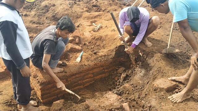 https: img-k.okeinfo.net content 2019 03 15 519 2030278 penemuan-situs-kuno-di-malang-waktu-penggalian-diperpanjang-hingga-kamis-depan-961VYE36ct.jpg