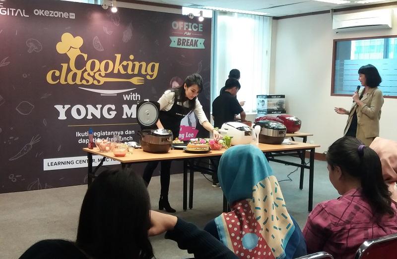 https: img-k.okeinfo.net content 2019 03 16 298 2030850 serunya-cooking-class-dengan-digital-rice-cooker-bersama-chef-axhiang-lee-HGHbcWtYV4.jpg