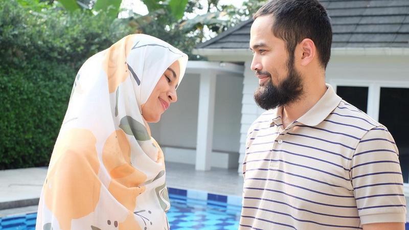 https: img-k.okeinfo.net content 2019 03 16 33 2030716 adly-fairuz-santai-shireen-sungkar-menikah-dengan-teuku-wisnu-B7ujE5xoFu.jpg