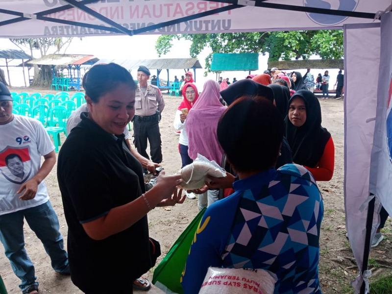 https: img-k.okeinfo.net content 2019 03 16 340 2030951 perindo-gelar-bazar-beras-murah-di-lokasi-terdampak-tsunami-selat-sunda-eD33AdgX0g.jpg