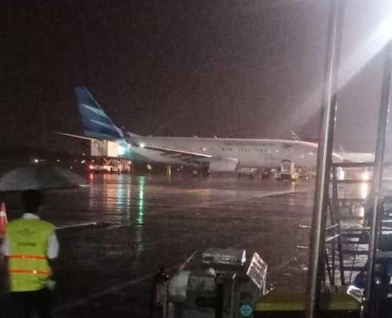 https: img-k.okeinfo.net content 2019 03 16 510 2030714 pesawat-garuda-indonesia-tergelincir-di-bandara-adisutjipto-yogyakarta-x6mza8Zij9.jpg