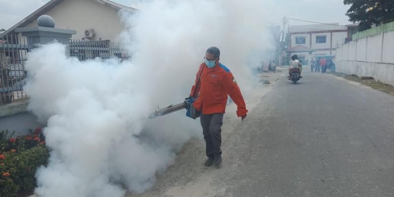 https: img-k.okeinfo.net content 2019 03 18 340 2031457 cegah-dbd-rescue-perindo-fogging-permukiman-di-pekanbaru-yHfFkkEMvU.jpg