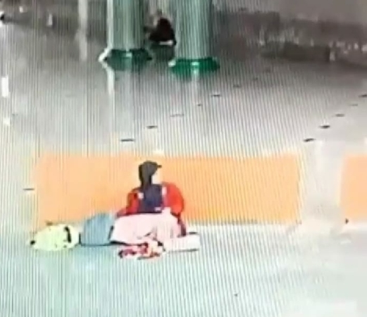 https: img-k.okeinfo.net content 2019 03 20 338 2032692 viral-perempuan-curi-hp-dari-tas-jamaah-yang-sedang-wudu-di-masjid-tangerang-4giw9uOqj6.jpg