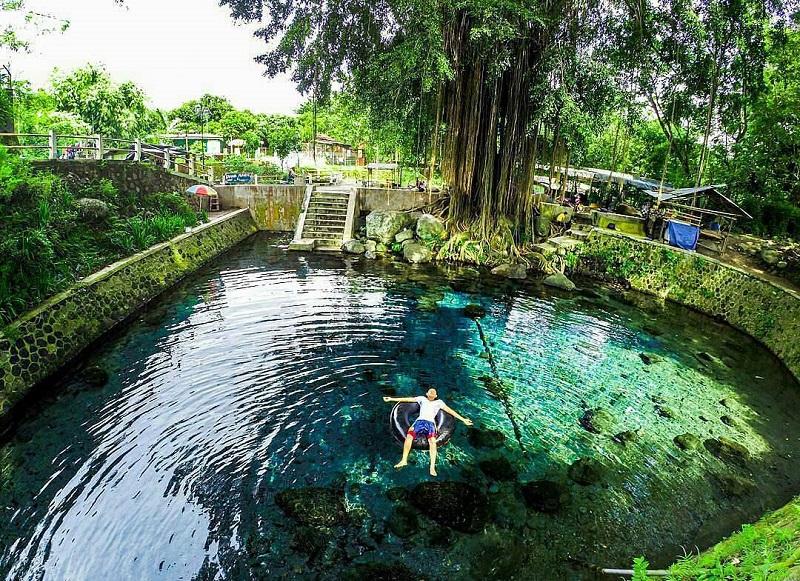 https: img-k.okeinfo.net content 2019 03 20 406 2032826 rasakan-sensasi-berendam-di-kolam-air-mineral-coba-ke-umbul-sigedang-klaten-EpgJ2w9s2G.jpg