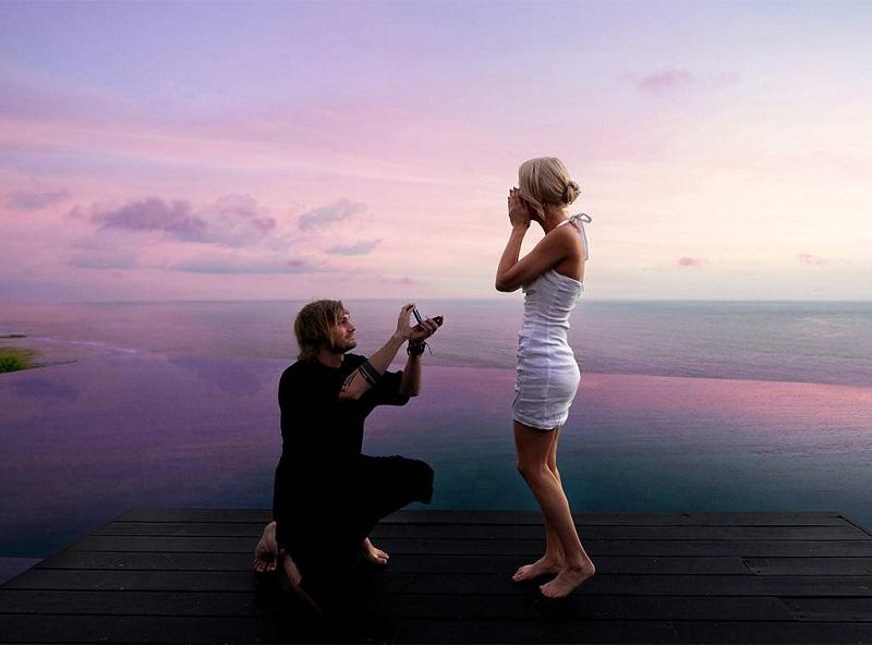 https: img-k.okeinfo.net content 2019 03 20 406 2032834 jadi-tempat-romantis-di-dunia-6-artis-dunia-ini-lamar-kekasih-di-bali-2Qn11FoV48.jpg