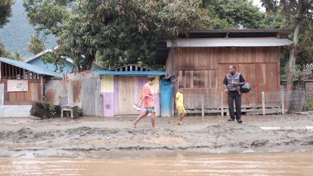 https: img-k.okeinfo.net content 2019 03 22 65 2033656 banjir-bandang-sentani-ujian-nasional-sma-dan-smk-di-jayapura-terancam-susulan-1SW3PzCsKp.jpg