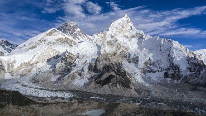 https: img-k.okeinfo.net content 2019 03 24 18 2034178 gunung-everest-mencair-jasad-jasad-pendaki-yang-hilang-mulai-bermunculan-dxvwobYvJh.jpg