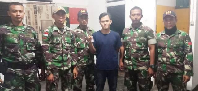 https: img-k.okeinfo.net content 2019 03 25 340 2034696 selipkan-sabu-di-helm-wn-malaysia-ditangkap-petugas-perbatasan-o83QUXLMqF.jpg