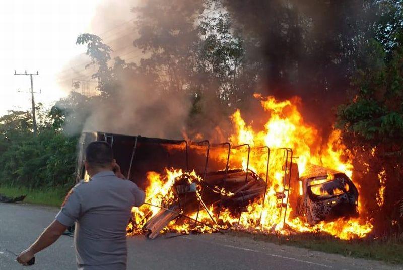https: img-k.okeinfo.net content 2019 03 25 340 2034897 tim-puslabfor-selidiki-penyebab-kebakaran-saat-kecelakaan-maut-di-merangin-qTMuU32OGE.jpg