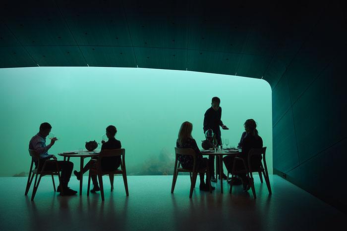 https: img-k.okeinfo.net content 2019 03 25 406 2034609 restoran-bawah-laut-paling-keren-di-dunia-ini-bikin-takjub-HePLdYaRGG.jpg