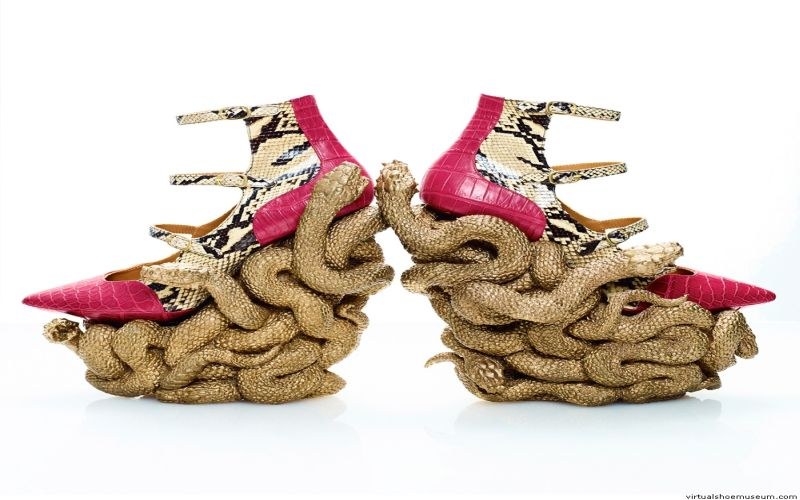 https: img-k.okeinfo.net content 2019 03 27 194 2035752 7-sepatu-dengan-model-enggak-biasa-yakin-berani-pakai-nomor-3-WfDnSCViPd.jpg