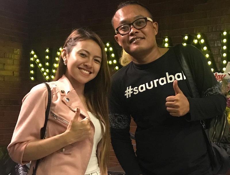https: img-k.okeinfo.net content 2019 03 28 194 2036309 padu-padan-jaket-ala-baby-shima-penyanyi-malaysia-yang-dikabarkan-dekat-dengan-sule-PPuiD4FAIf.jpg
