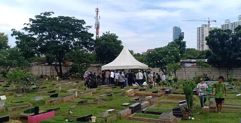 https: img-k.okeinfo.net content 2019 03 28 33 2036076 pemakaman-mantan-asisten-ivan-gunawan-digelar-tertutup-zTn3j00s7o.jpg