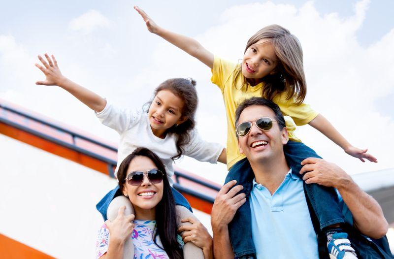 https: img-k.okeinfo.net content 2019 03 28 406 2036103 tips-liburan-hemat-ala-travel-blogger-yudha-ashari-tetap-berkualitas-loh-JwqSVdSevd.jpg