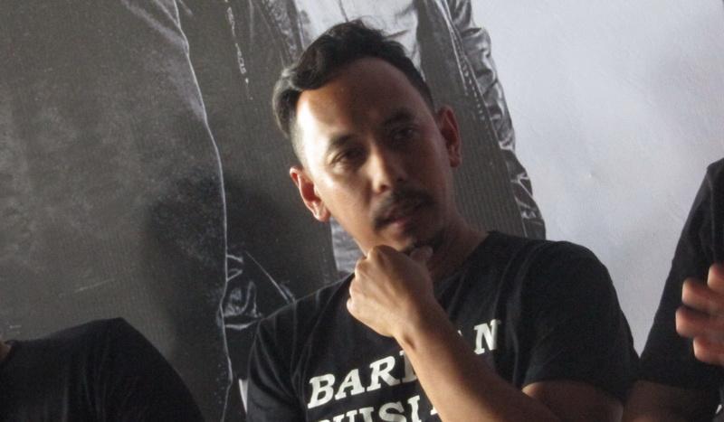 https: img-k.okeinfo.net content 2019 03 29 205 2036721 demi-anak-pongki-barata-manggung-lagi-bareng-jikustik-0rHbqzAUWM.jpg