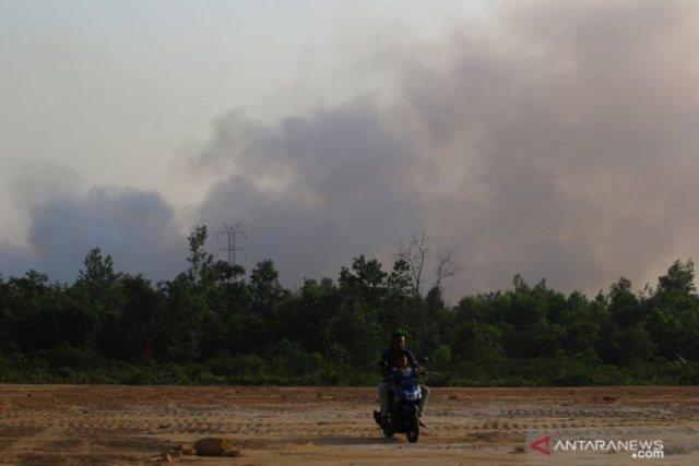 https: img-k.okeinfo.net content 2019 03 29 340 2036520 kota-dumai-diselimuti-asap-pekat-akibat-kebakaran-hutan-ppBTKI87CV.jpg