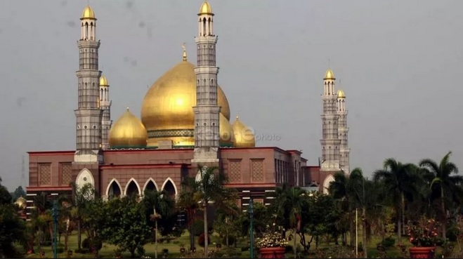https: img-k.okeinfo.net content 2019 03 29 406 2036732 sederet-hal-menarik-dari-masjid-kubah-emas-nomor-4-anda-percaya-bves0vnXeZ.jpg