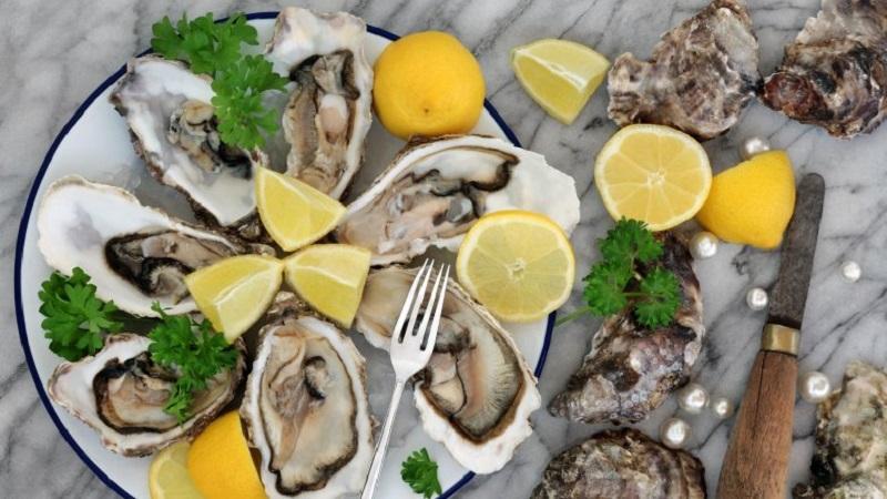 https: img-k.okeinfo.net content 2019 03 29 481 2036717 syahrini-kalap-makan-oyster-lagi-biar-greng-di-ranjang-NhHrZbYlS7.jpg