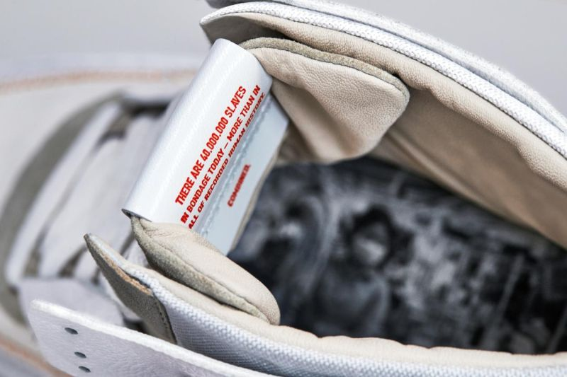 https: img-k.okeinfo.net content 2019 03 31 194 2037521 5-artis-yang-ketipu-beli-sneaker-palsu-kanye-west-juga-pernah-loh-H7wdBx8UhX.jpg