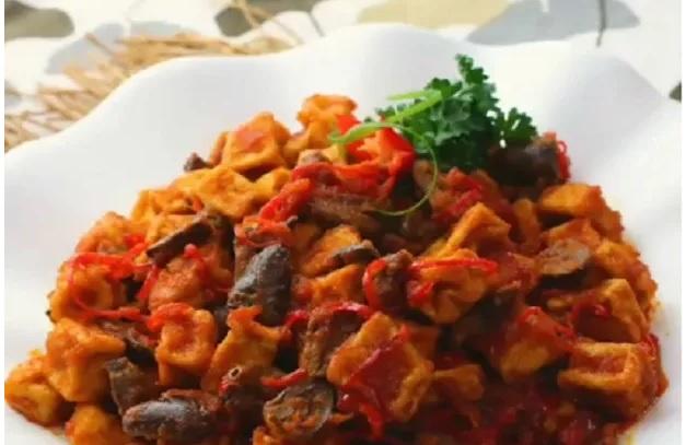 https: img-k.okeinfo.net content 2019 04 01 298 2037670 praktis-untuk-makan-siang-bikin-sambal-goreng-tahu-jantung-ayam-XG3v3ejsmp.jpg